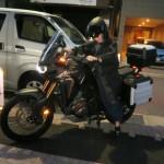 武術の師範A様の野袴でバイク姿