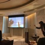 シャングリラホテルのAIの朝食会は、紫の紬